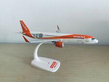 EasyJet Airbus A321neo Flugzeugmodell im Maßstab 1:200  A321 G-UZMA Standmodell