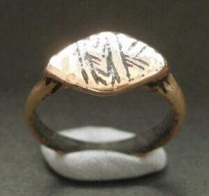 A small genuine ancient Viking bronze ring - Runes/design? Uk found