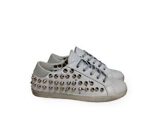 scarpe sneakers basse bianco ghiaccio vera pelle BORCHIE cono argento Nuovo