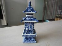 delicate Chinese Jingdezhen ancient pagoda blue and white porcelain vase
