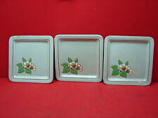 3 jolies anciennes assiettes carrées en émaux de longwy