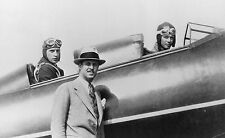 PILOT CHARLES LINDBERGH WITH FRED WEICK AND TOM HAMILTON - 8X10 PHOTO (EP-572)