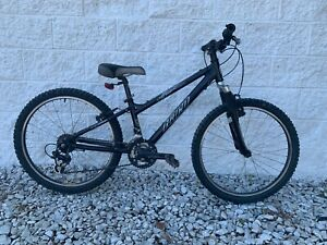 HARO V Series v24 Mountain Bike 11.5 in Frame 21 Speed - Low Miles - NICE!!!
