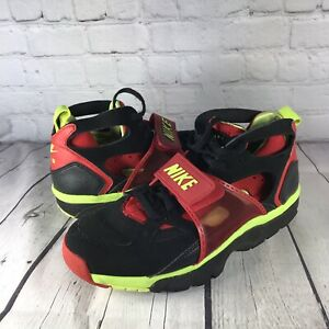 Nike Huarache Mens 9 Air Trainers Athletic Sneakers Black Red Volt 679083-020
