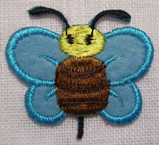 ÉCUSSON BRODÉ PATCH  thermocollant - Bébé Papillon bleu ** 4 x 4 cm **