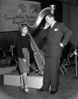 OLD CBS RADIO TV PHOTO the Request Performance with Jane Powell & Dennis Morgan