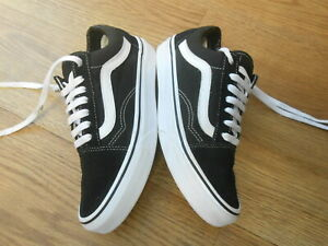 VANS OFF THE WALL  TRAINERS  SIZE UK 4
