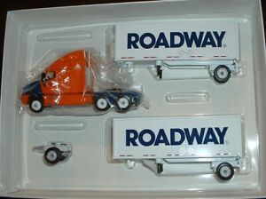 Roadway Express Doubles '02 Winross Truck