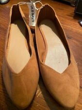 Old Navy Womens Light Brown Suede Flat Shoes. Size 10 NWT