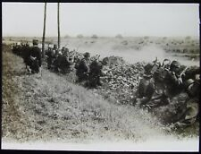 Glass Magic Lantern Slide FRENCH SOLDIERS BEHIND WALL WW1 PHOTO FRANCE