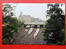 PHOTO  EDINBURGH WAVERLEY RAILWAY STATION