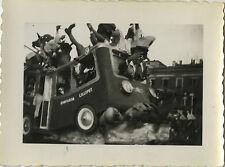 PHOTO ANCIENNE - VINTAGE SNAPSHOT - CARNAVAL NICE CHAR DÉFILÉ AUTOCAR 1948