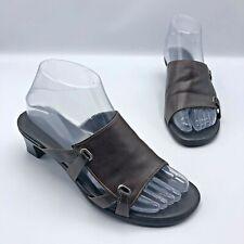 Munro American M450921 Women Brown Slide Low Heel Sandal Shoe SZ 6.5W Pre Owned