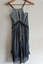Vestido de Cóctel River Island Talla 8 grphica Gris Plisado Fiesta Ocasión Club Nuevo