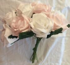 """PINK & WHITE ROSE Posy. Schiuma Morbido .12 Rose. 9"""" di altezza, larghezza 8.5"""""""