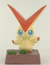 Pokemon Pose BW Black White 2011 Movie Figure Takara Tomy - Victini