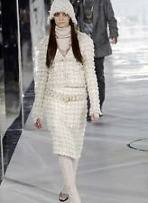 CHANEL RUNWAY 05A  CC BUTTON  CROPPED TWEED BOUCLE JACKET FR36/ US4