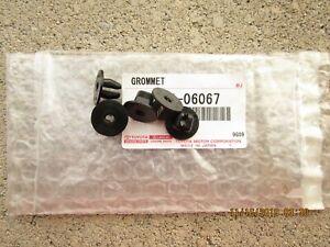 04 - 15 LEXUS RX330 RX350 RX400H FRONT FENDER LINER SCREW GROMMET QTY = 5 NEW