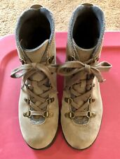 Size 9 Clark's Soft Cushion Lace Up Suede Boots Great Condition!