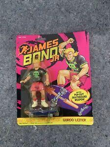 1991 Hasbro James Bond Jr.- Gordo Leiter Pop Out Skateboard Weapon! NEW