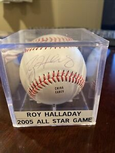 ROY HALLADAY AUTOGRAPHED BASEBALL - Toronto Blue Jays CY Young
