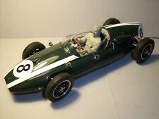 FIGURINE  1/18  JACK  BRABHAM  DRIVING  COOPER  T51  1959   SCHUCO   VROOM