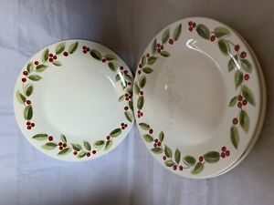 Gibson Home China Christmas Berry Set of 4 Plates Holiday Decor Dining Dinnerwar
