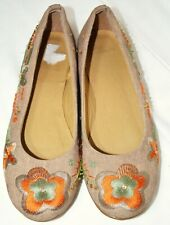 Clarks Size 7 Ballet Flat Slip On Shoes Beige Canvas Floral Embroider quite Wide