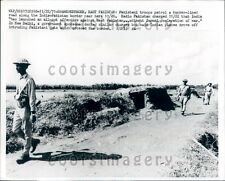 1971 Pakistan Troops Patrol Border Road Shamshernagar Bangladesh Press Photo