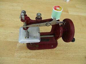 Vintage Genero Red Stitch Mistress Childs sewing machine VGC