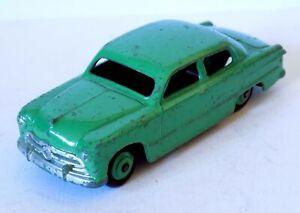 Dinky Toys No.139a Ford Fordor Sedan Car (1949-54). Original Green Paintwork.