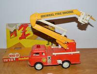 VINTAGE WIND UP SNORKEL FIRE ENGINE TOY PLASTIC FIRE TRUCK KRESGE 1970S HONG KON