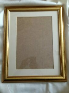 """Wooden Gilt Picture Frame - 16.1/4"""" x 13.1/4"""" - Freestanding or wall hanging"""