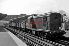 PHOTO  BR BO-BO DIESEL NO D8241 1962 AT EAST FINCHLEY L.T.E. DOWN LOCAL GOODS