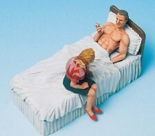 Legend 1/35 Soldier Smoking Cigarette in Bed with Girlfriend (2 Figures) LF0087