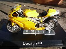 MOTO  1/24 DUCATI 749