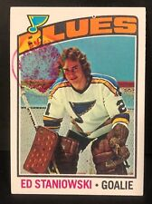 ED STANIOWSKI 1976-77 Topps Hockey ERROR Large BLOB Rookie Card #104 OddBaLL