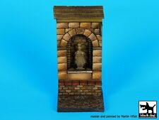 Black Dog 1/35 Street Niche Section with Saint Statue Base (45mm x 45mm) D35068