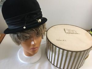 Vintage Jacumet of France Black Ladies Hat I00% Wool Pearl Accents Style With BX