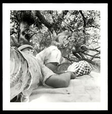 CONFUSED ABSTRACT PICNIC MAN LIES on SEXY INDIFFERENT GIRL! 1951 PHOTO!