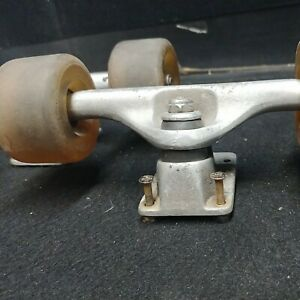 VINTAGE TRACKER SKATEBOARD TRUCKS