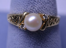 VINTAGE 10K YELLOW GOLD PEARL RING W/ DIAMOND ACCENTS & FILIGREE OPENWORK SIDES