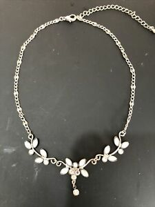 Vintage Collectables Silver Tone Rhinestone Necklace Stunning Design