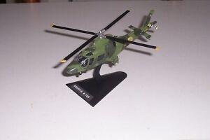 miniature hélicoptère militaire- --AGUSTA A 109--1/72 eme