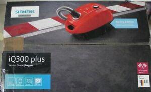 Siemens iQ300 Plus VSP3AAAA Bodenstaubsauger - Rot, 750W
