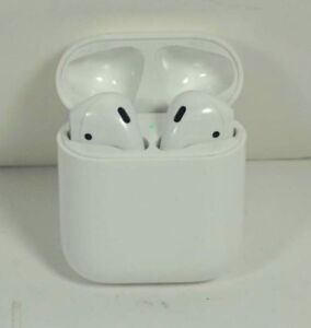 Excellent Used Apple AirPods 1st Gen MMEF2AM/A Wireless Bluetooth Headphones