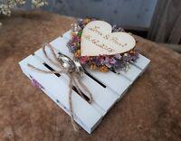 Ringkissen Ringhalter Mini Holzpalette Mille Fleurs mit Namen zur Hochzeit