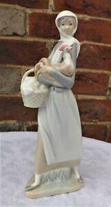 "Vintage LLADRO  ""  Girl With Chicken  "" - 4591 - Superb Porcelain Figure"
