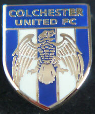 COLCHESTER UNITED FC Club crest type badge Brooch pin In gilt 15mm x 19mm