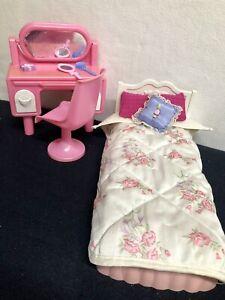Barbie Vintage Möbel- Schlafzimmer- Bett - Schmink Tisch -